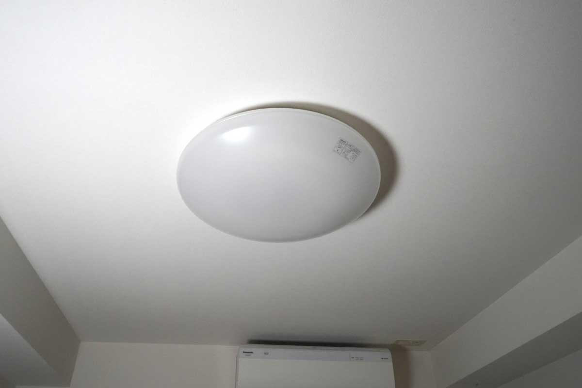 天井のシーリングライトのイメージ画像