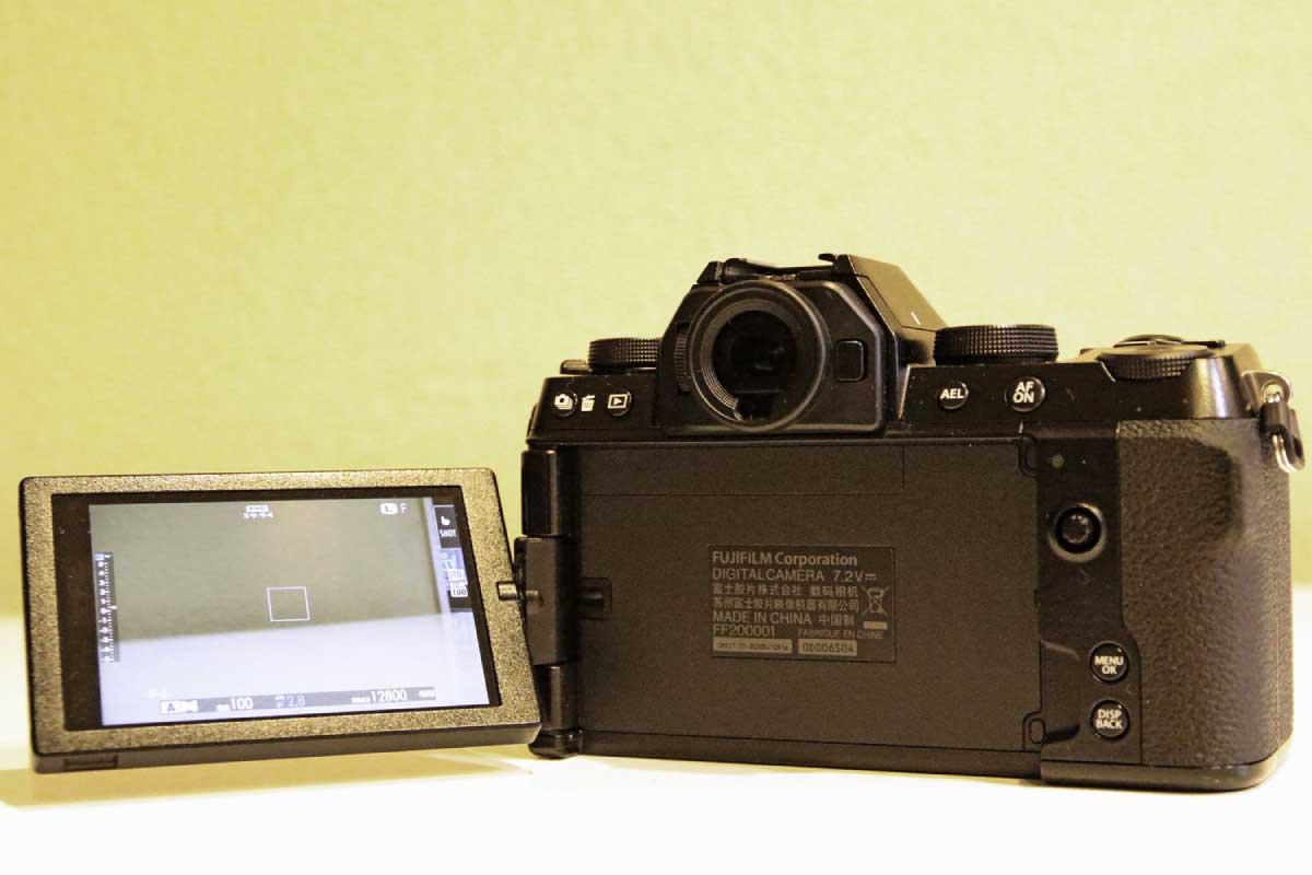 FUJIFILM X-S10のバリアングル式の液晶モニター画像