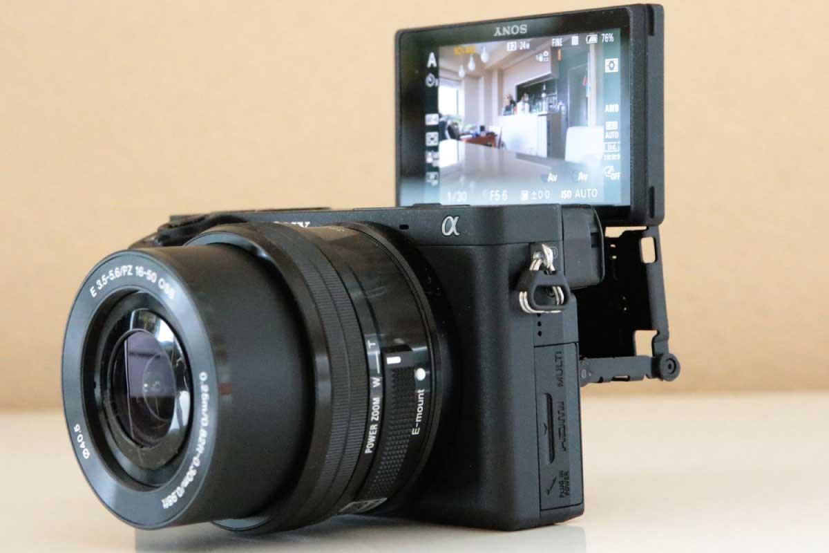 SONY α6400のタッチパネルを採用したチルト可動式液晶モニター画像