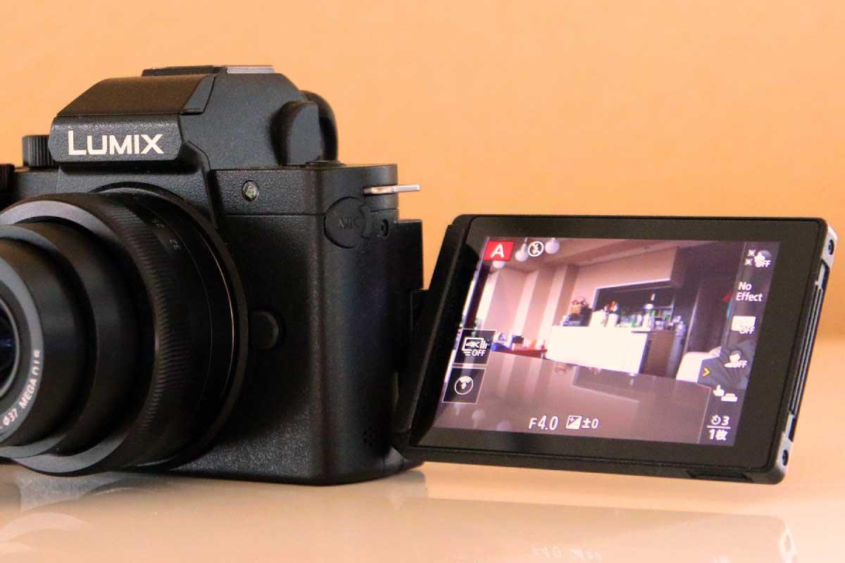 Panasonic LUMIX G100KのVlog撮影に適したフリーアングルモニター画像