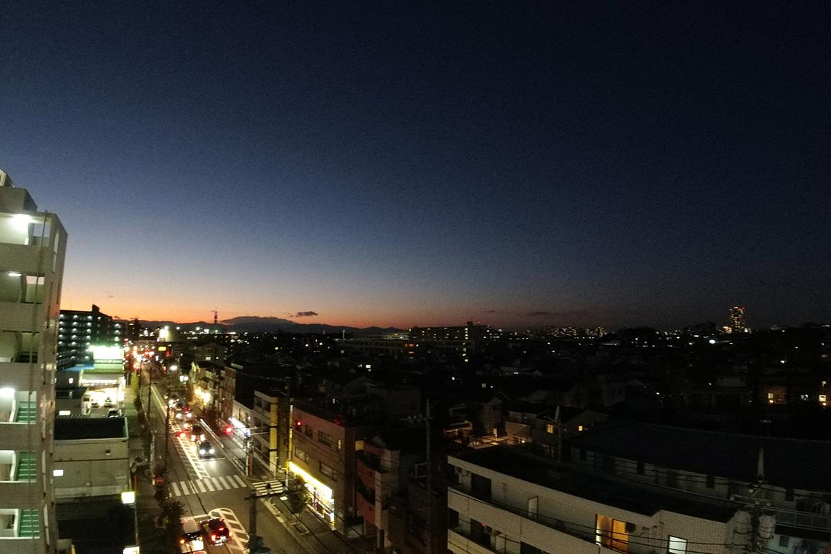 アクションカメラで夜の風景を撮影したイメージ画像
