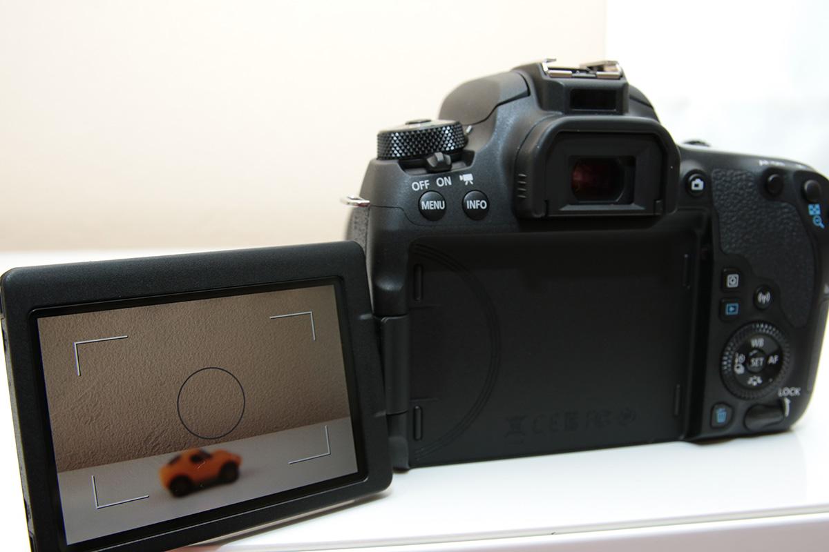 Canon EOS Kiss X10の背面モニター