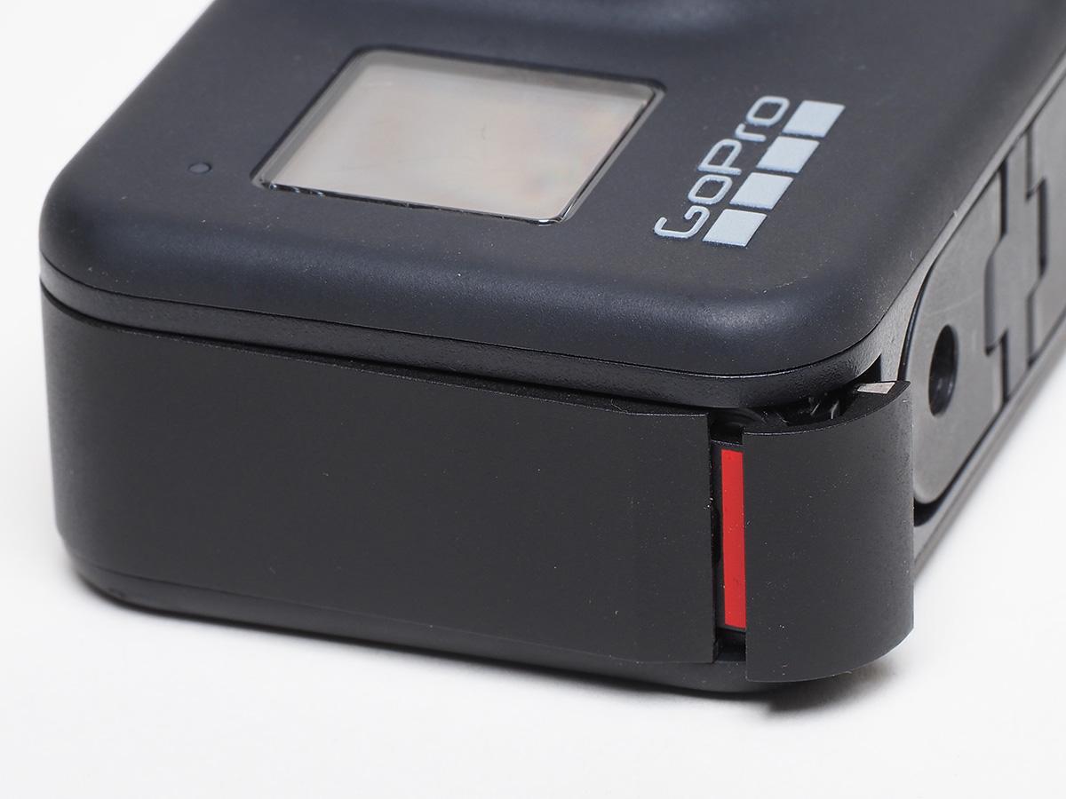 閉まりきっていないGoPro HERO8 Blackの電池ケース