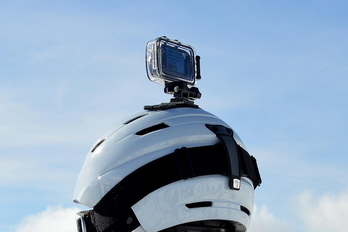 頭にGoProを装着しているイメージ画像