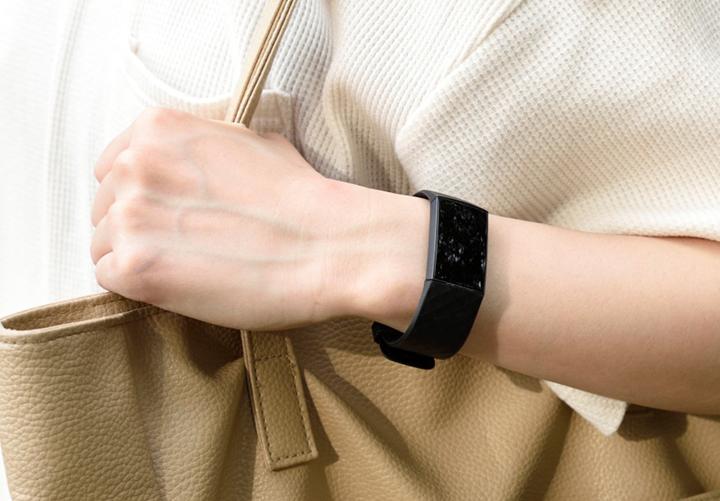 Fitbit Charge 4レビュー! GPSやSuicaに対応した高コスパトラッカー