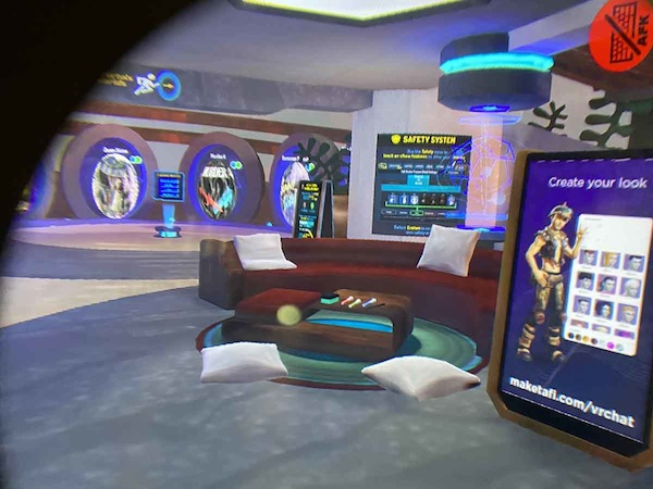 Facebook/Oculus Quest 2とOculus QuestのVRChatの画面