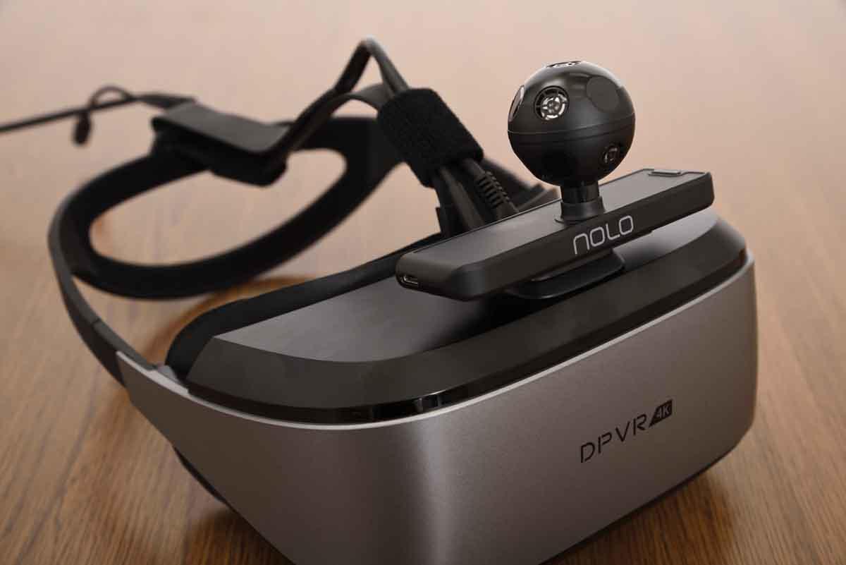 DPVR/E3-4K Gaming Combo のディスプレイ上部にロケーターをセットした画像