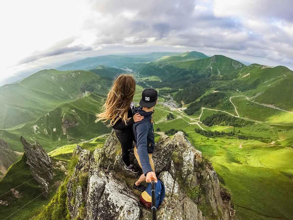 GoProを使って山で動画撮影している様子