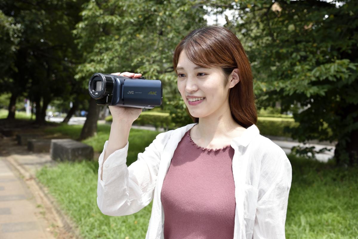 ビデオカメラで撮影しているイメージ