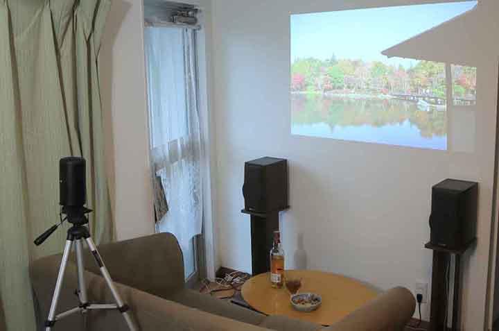 【検証】プロジェクターはテレビ代わりになる?専門家が接続方法やメリット/デメリットを解説